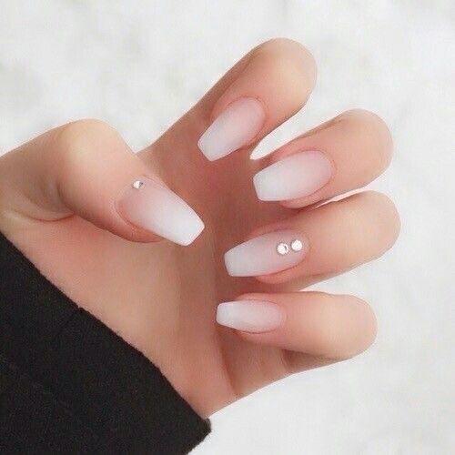 Ногти омбре матовые белые