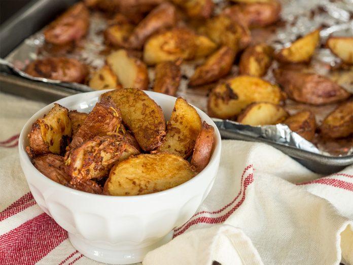 Курица в духовке на бутылке с картошкой рецепт