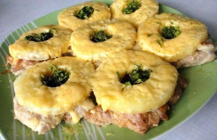 отбивные из куриной грудки с сыром и ананасом