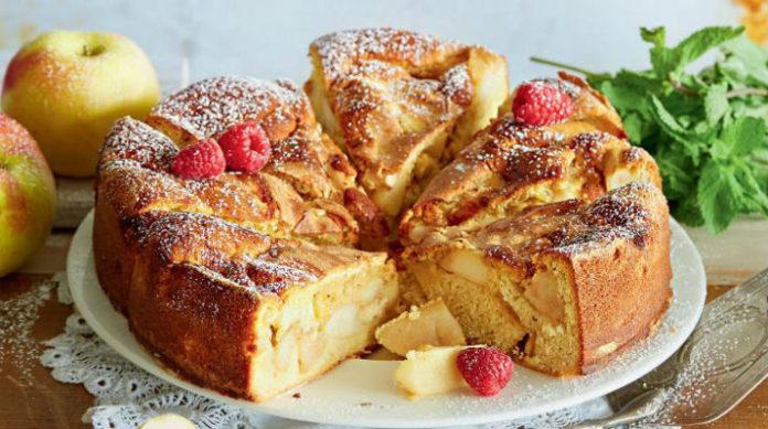 Рецепт пирога шарлотка с яблоками с фото пошагово